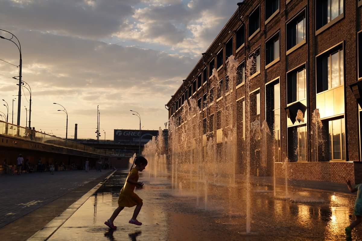На території громадського простору функціонує сухий фонтан / Фото The Village