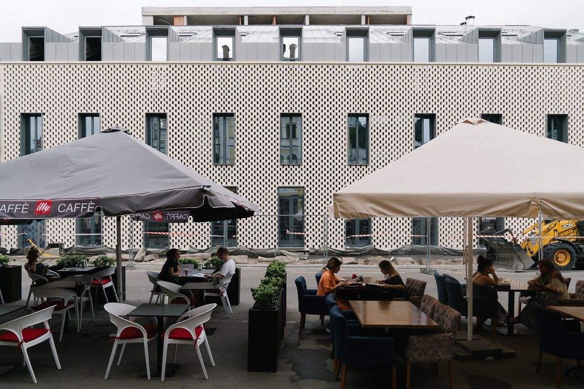 Дизайн екстер'єру створює відчуття передмістя Парижу / Фото The Village
