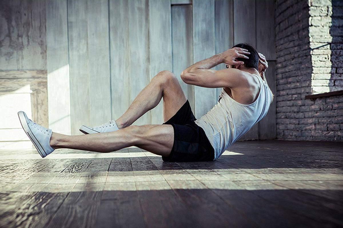 Нужно выполнять поднимание ног и скручивания