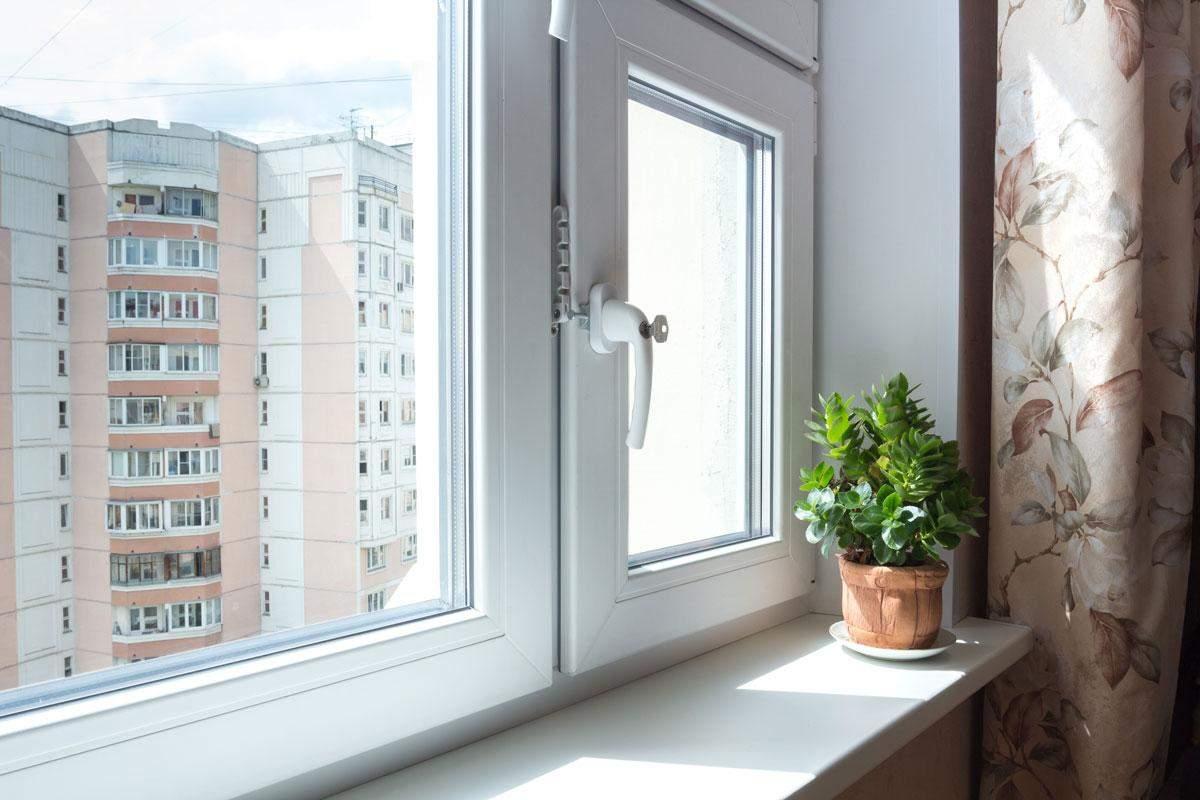Окна можно утеплить как изнутри, так и извне