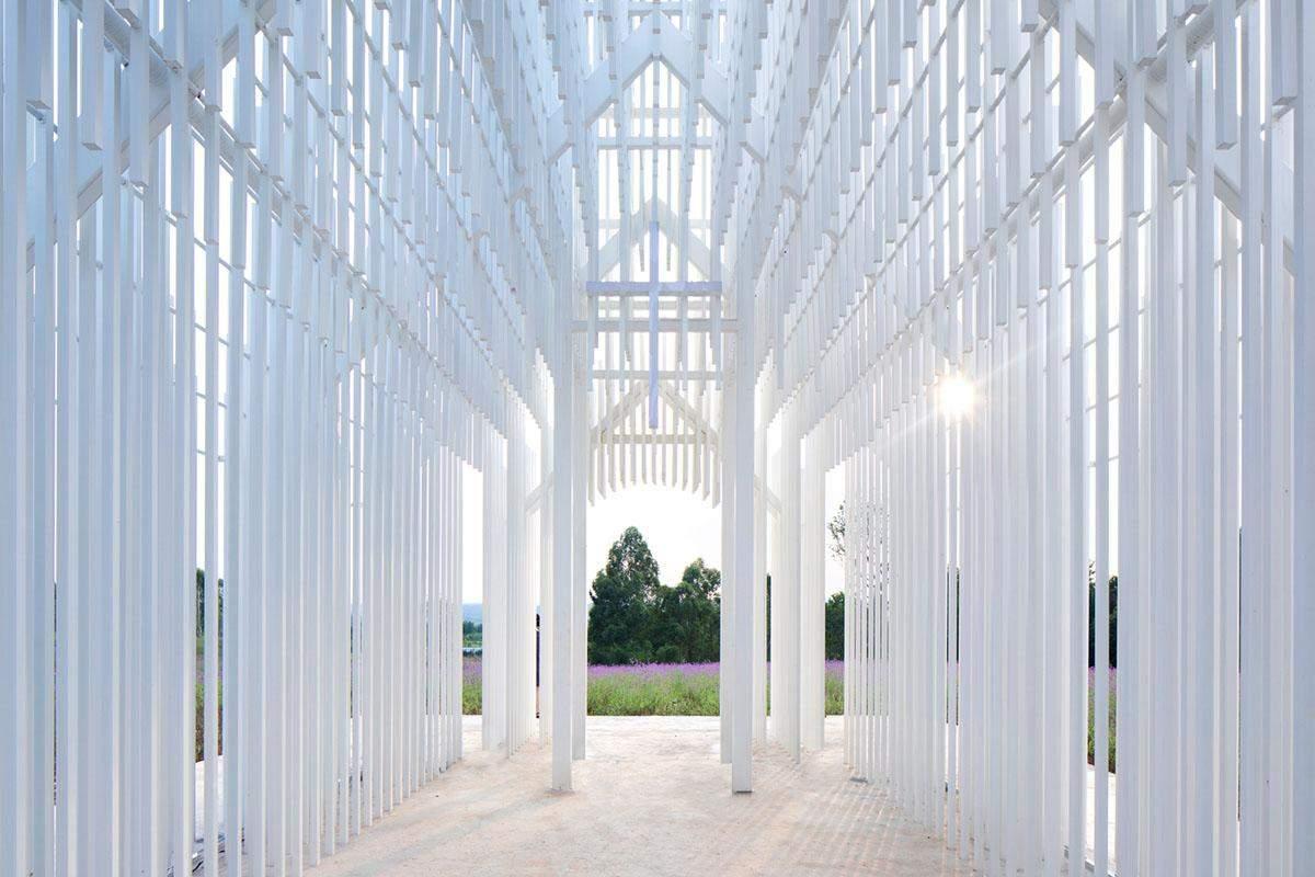 Конструкцію виготовили з алюмінієвих труб різної довжини