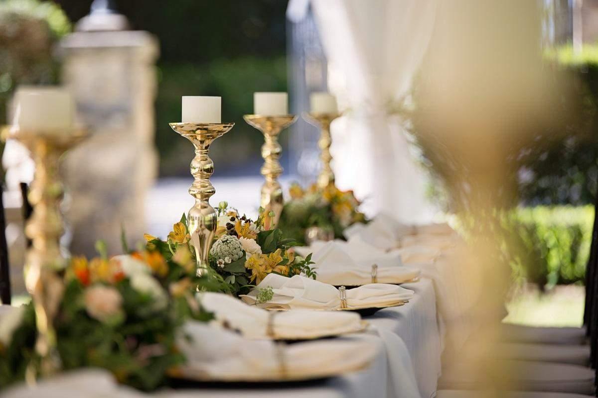 Композиції зі свічок додають елегантності та затишку/ Фото Pexels