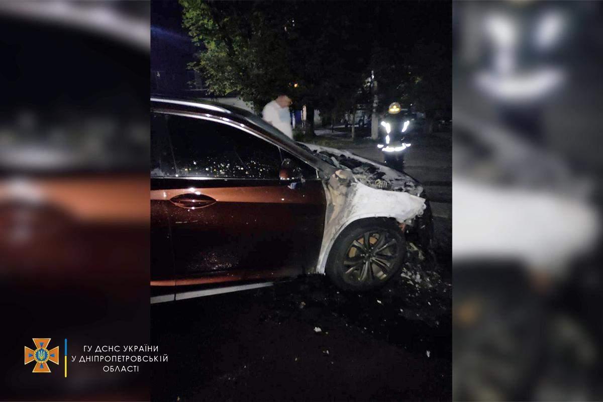 Lexus згорів на Дніпропетровщині в Кам'янському