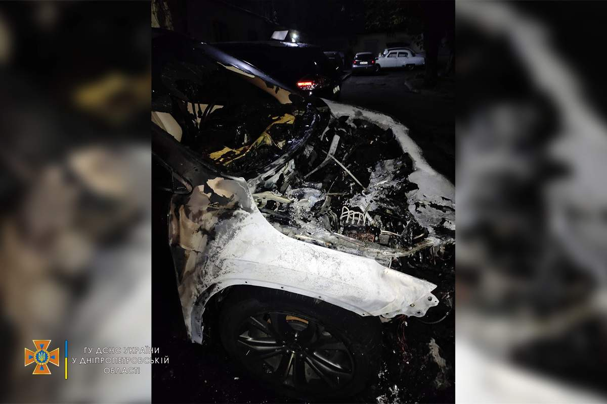 Lexus згорів на Харківщині в Кам'янському