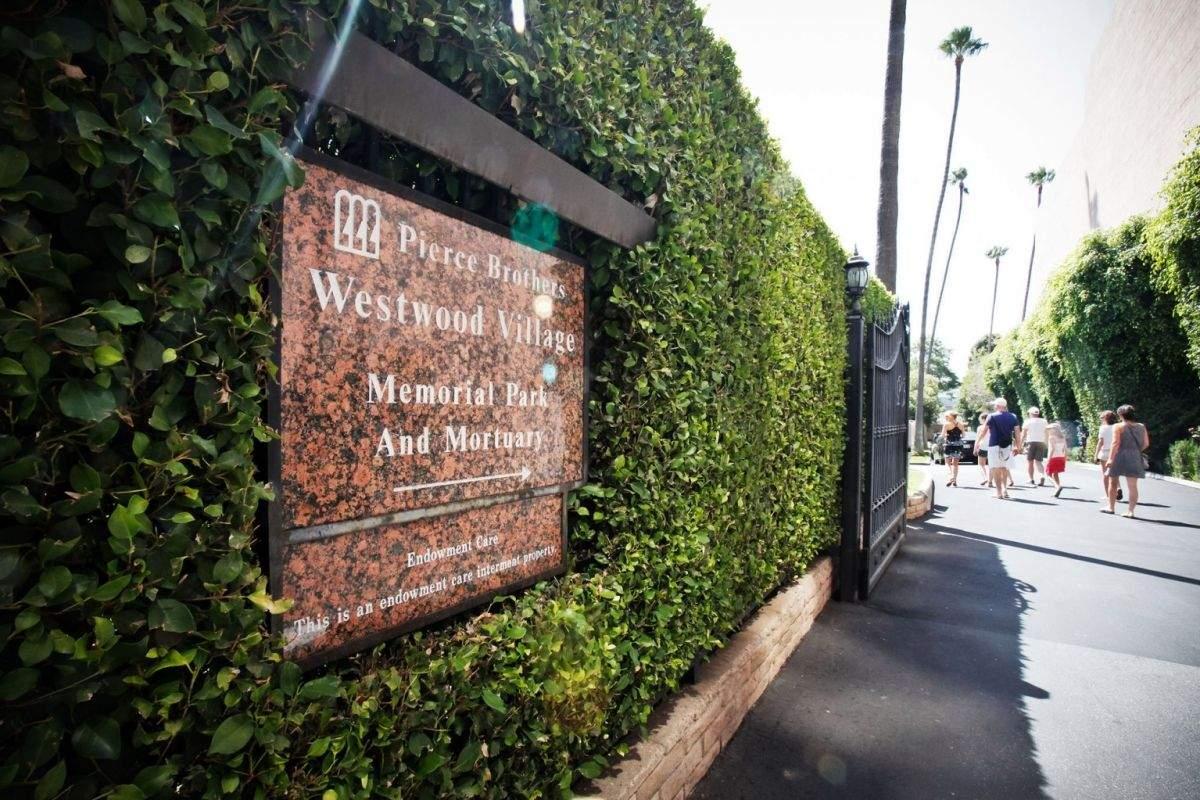 Меморіальний парк, де поховані Мерилін Монро і Г'ю Гефнер