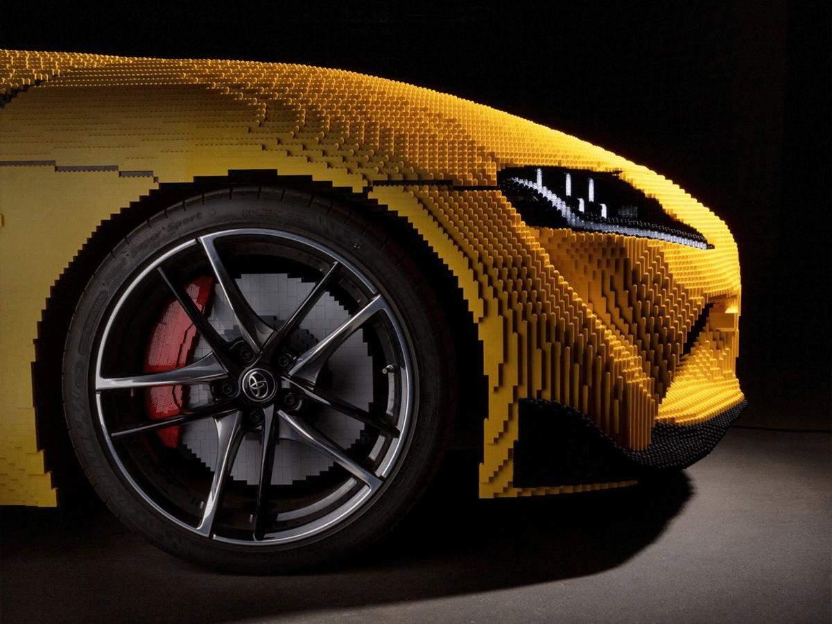 Розганяється до 27 кілометрів: показали Toyota Supra в натуральну величину, зроблену з LEGO