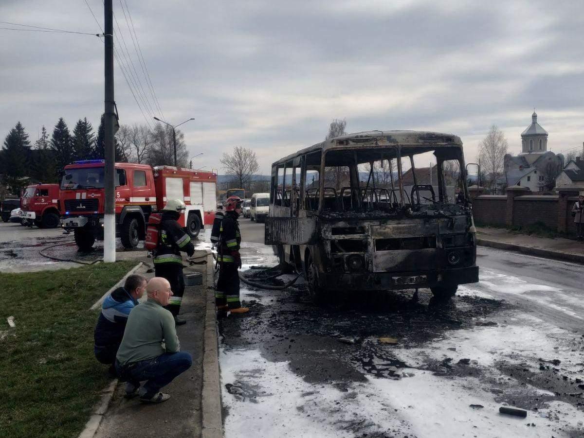 У Дрогобичі під час руху загорівся автобус: у салоні були пасажири – фото
