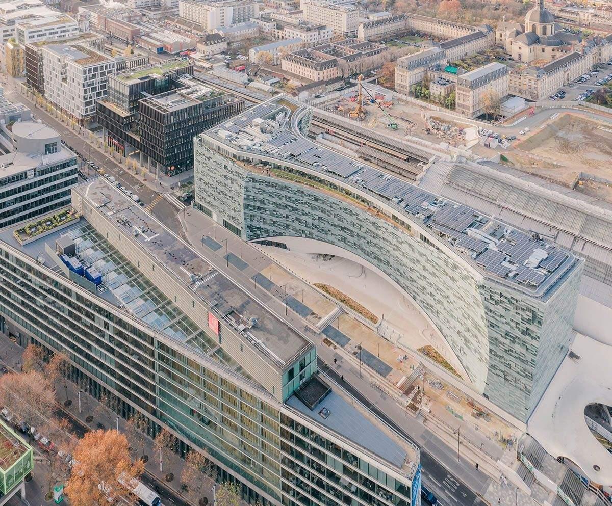 Вигнута будівля  / Фото World Architecture