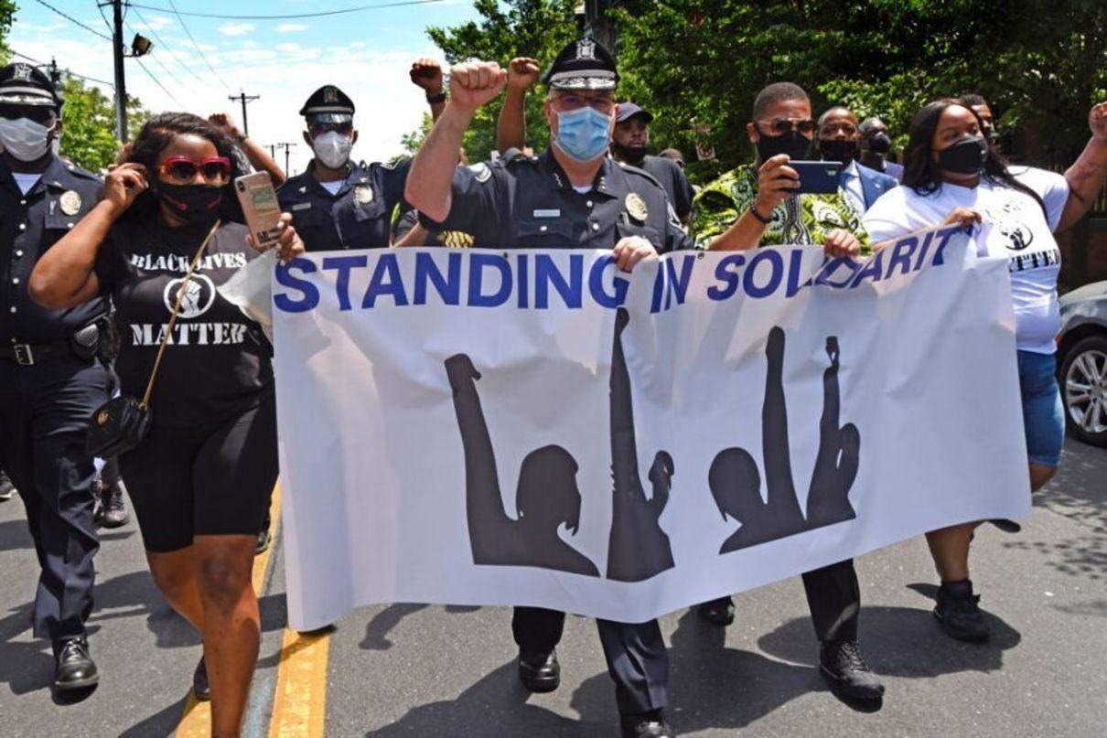 поліція на боці протестувальників у США