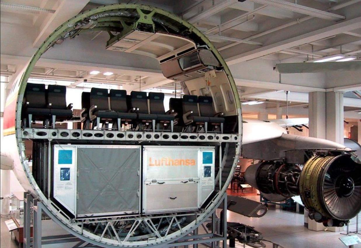 Як виглядає літак в розрізі
