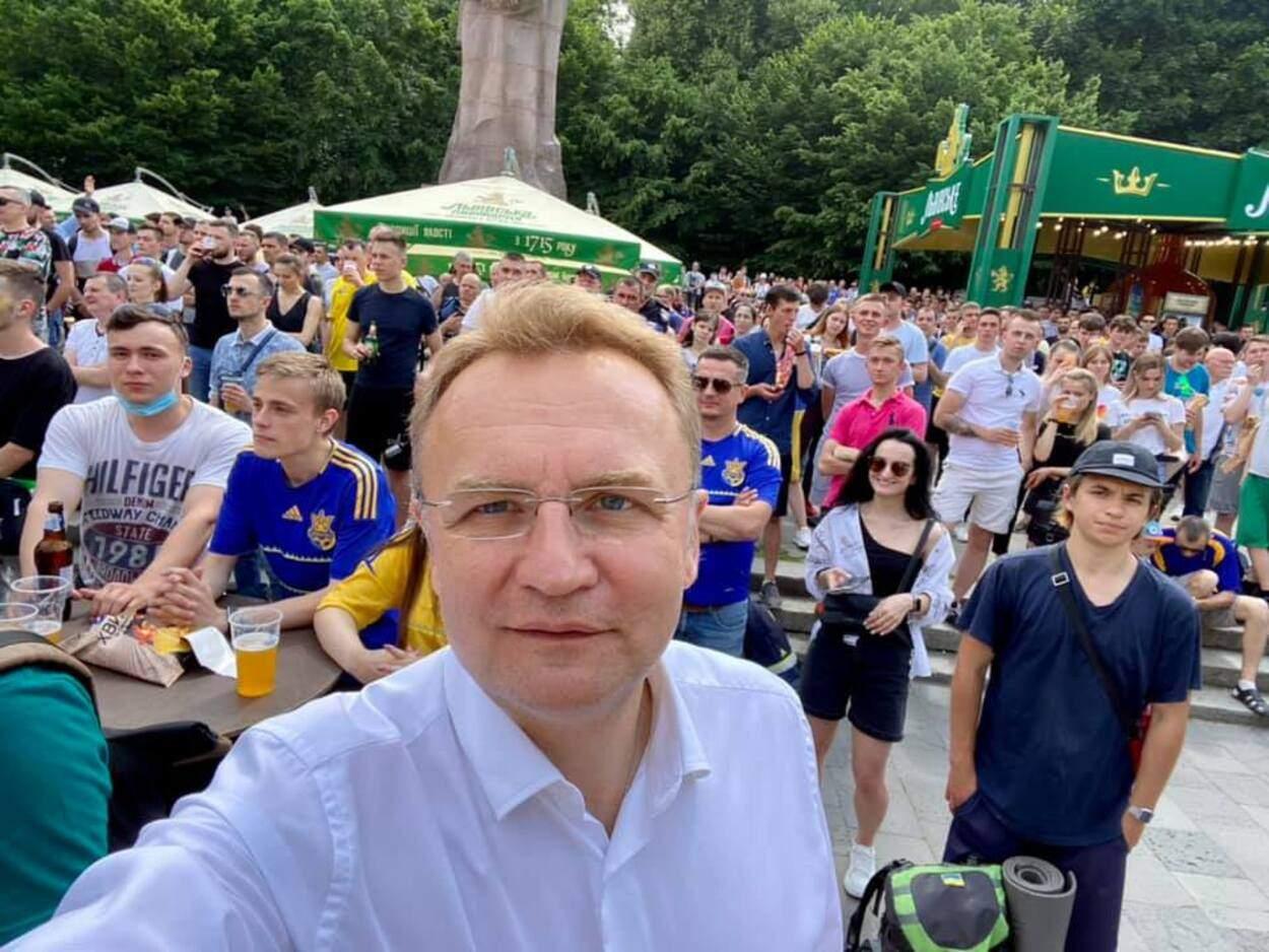 Разом до перемоги: Садовий разом із львів'янами вболіває за збірну України – фото