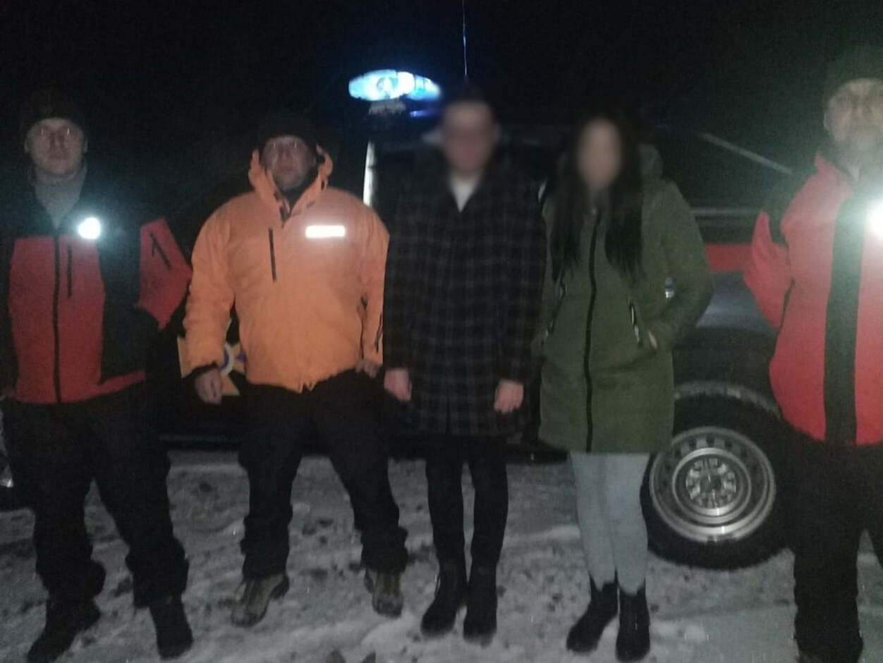 Загубились після освідчення: у Карпатах врятували молоду пару – фото