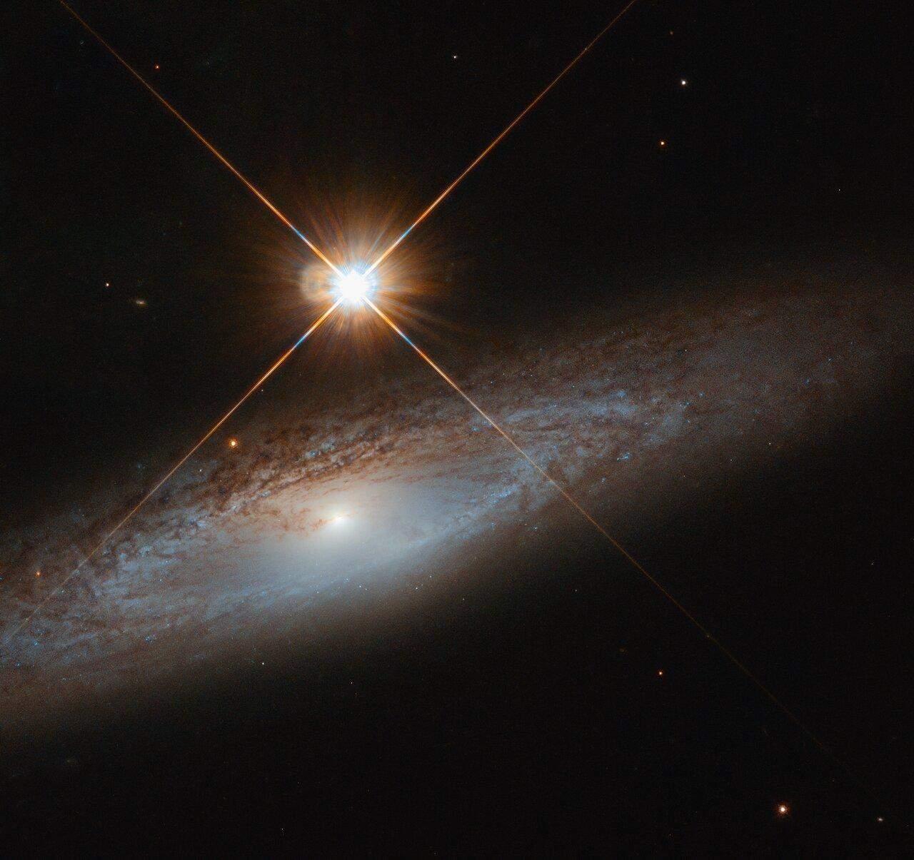 Галактика UGC 3885