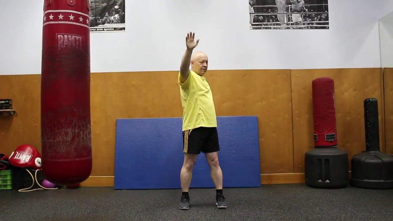Перед тренировкой разогрейте плечи