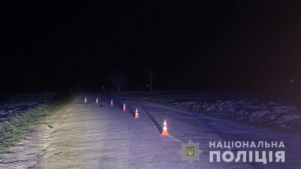 Не помітив на нічній трасі: на Львівщині водій мікроавтобуса на смерть збив чоловіка – фото