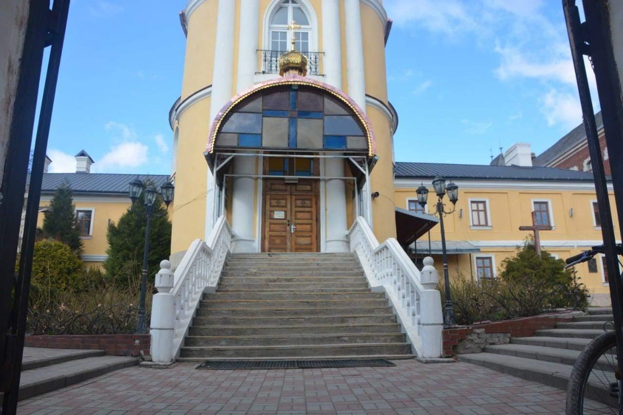 У Дрогобичі 15-річні злодії-рецидивісти обікрали церкву: фото