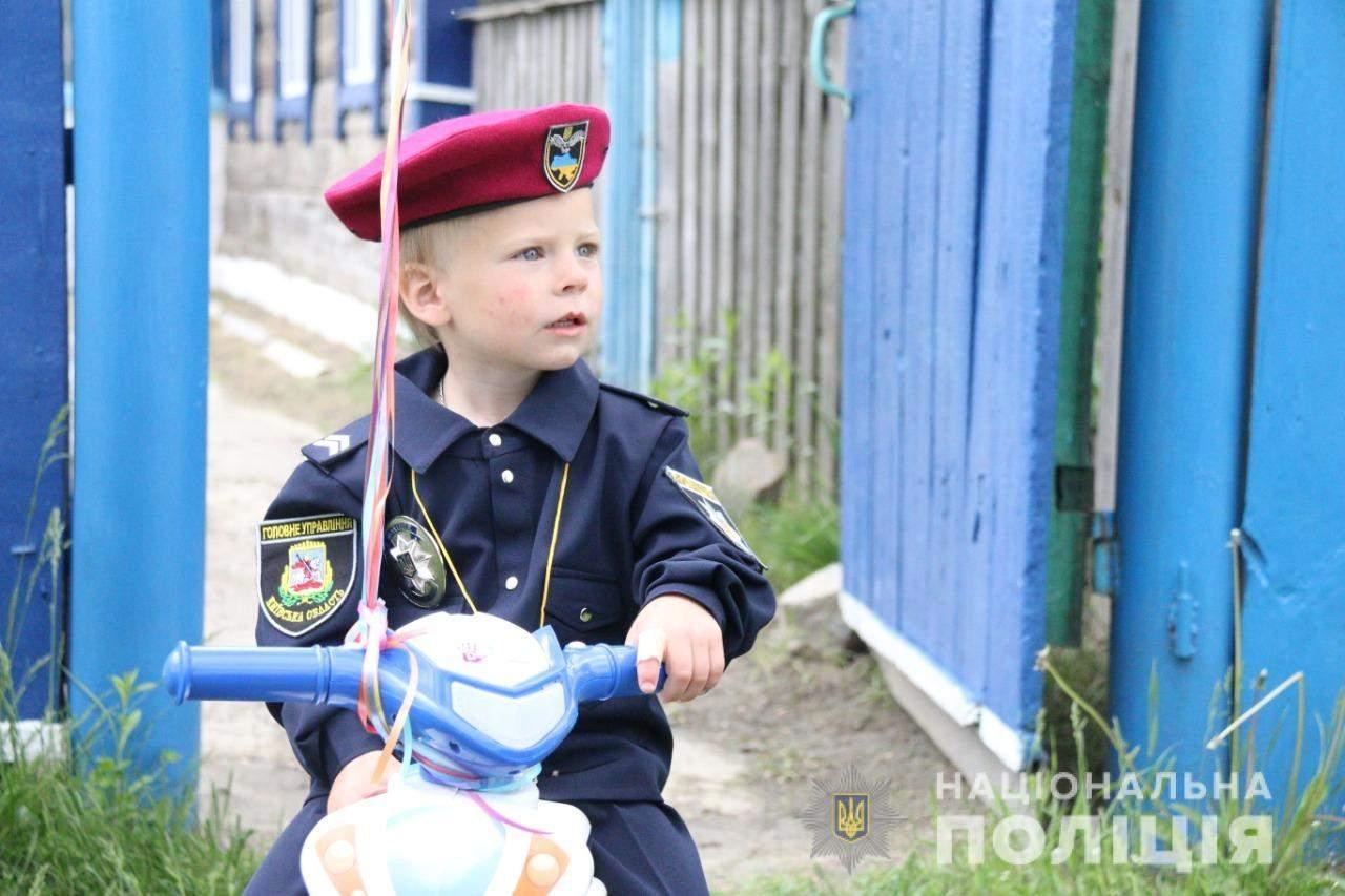 Дворічного Богдана Уніченка прийняли до лав поліції