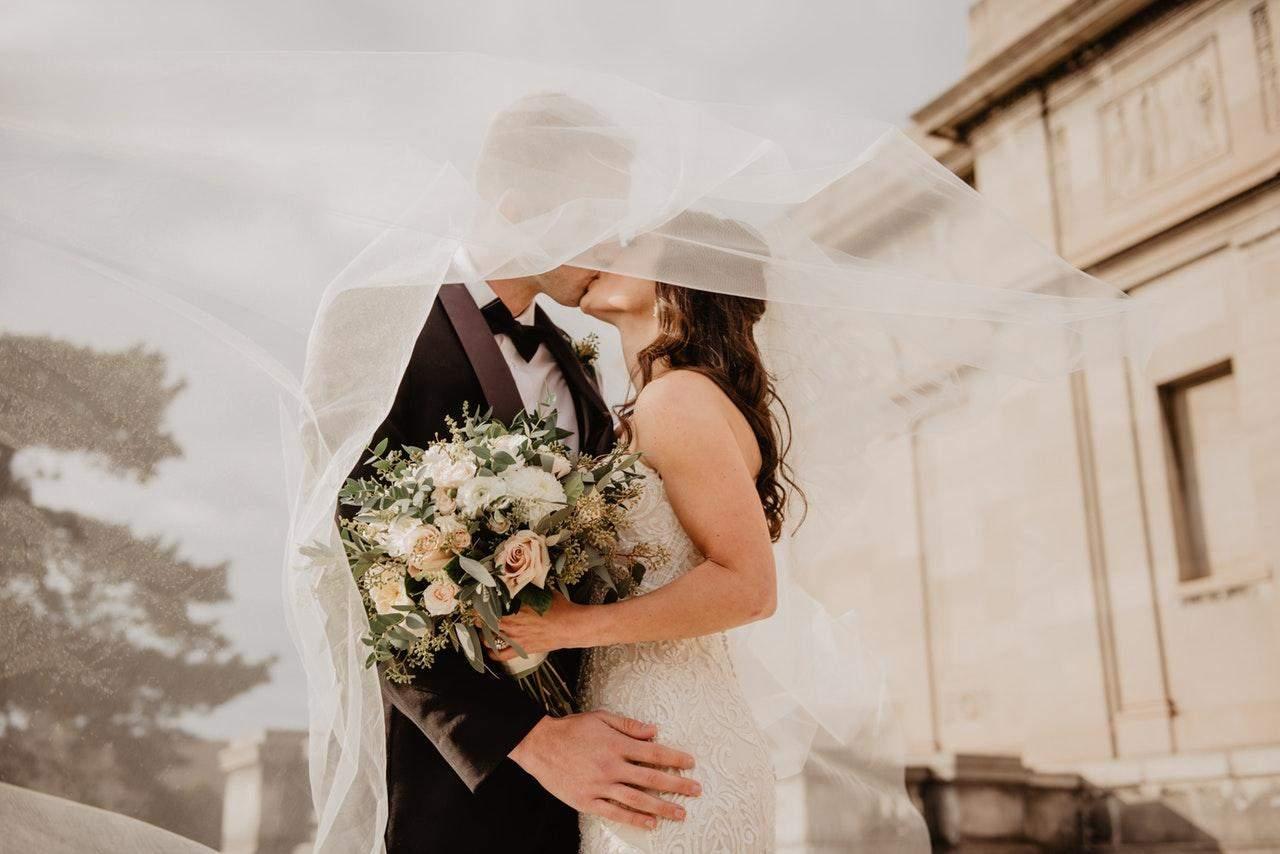 Що подарувати подружжю на річницю весілля: корисні ідеї