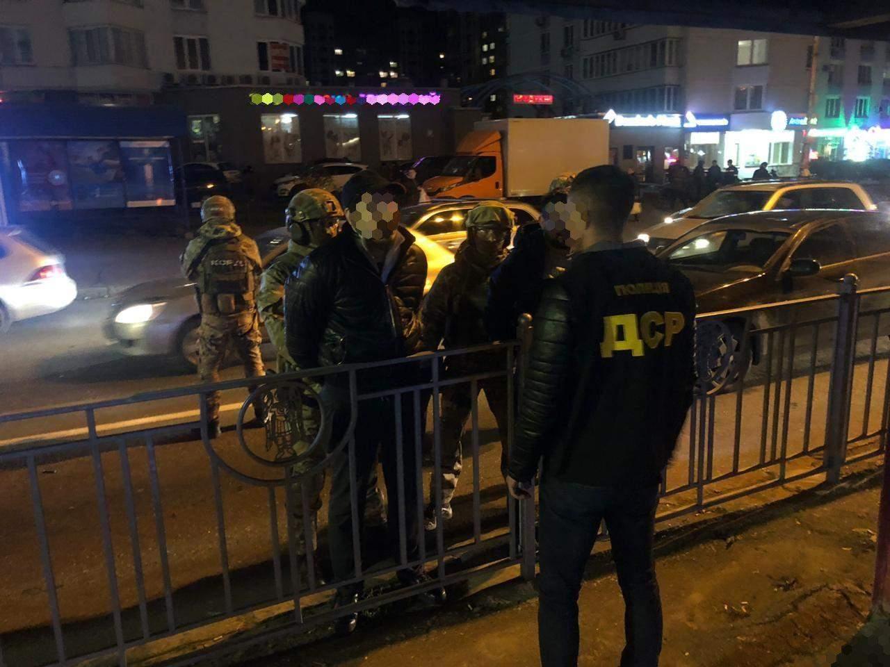 Злочинців затримали прямо на вулиці / Фото Харківської обласної прокуратури