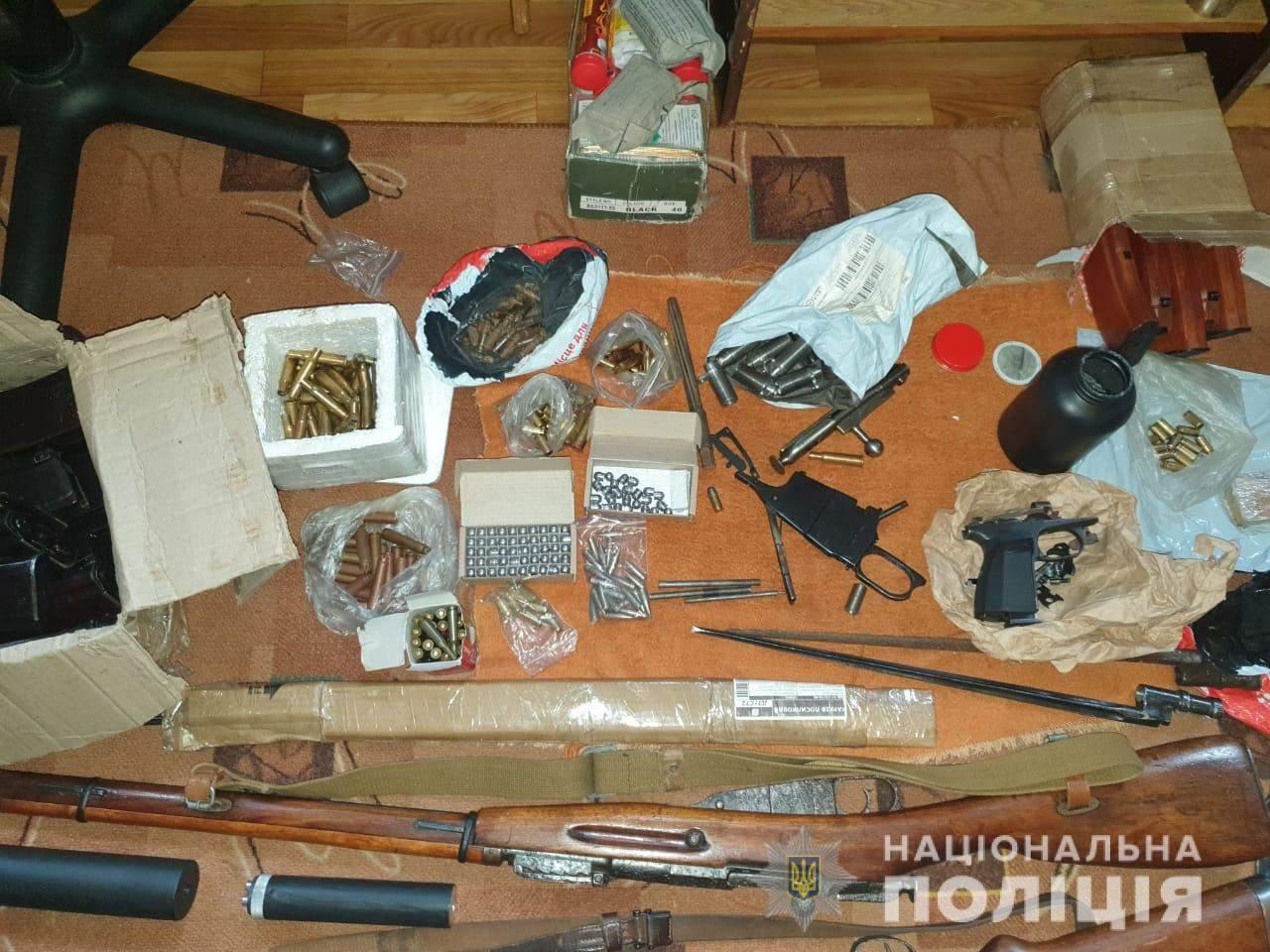Зброя Арсенал Обшук поліція правоохоронці затримання боєприпаси