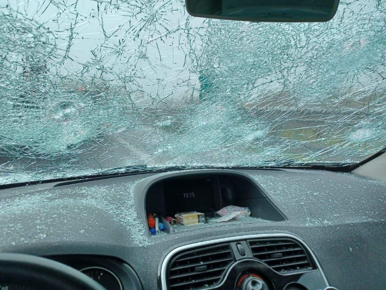 Сильний град в Італії побив скло автомобілів