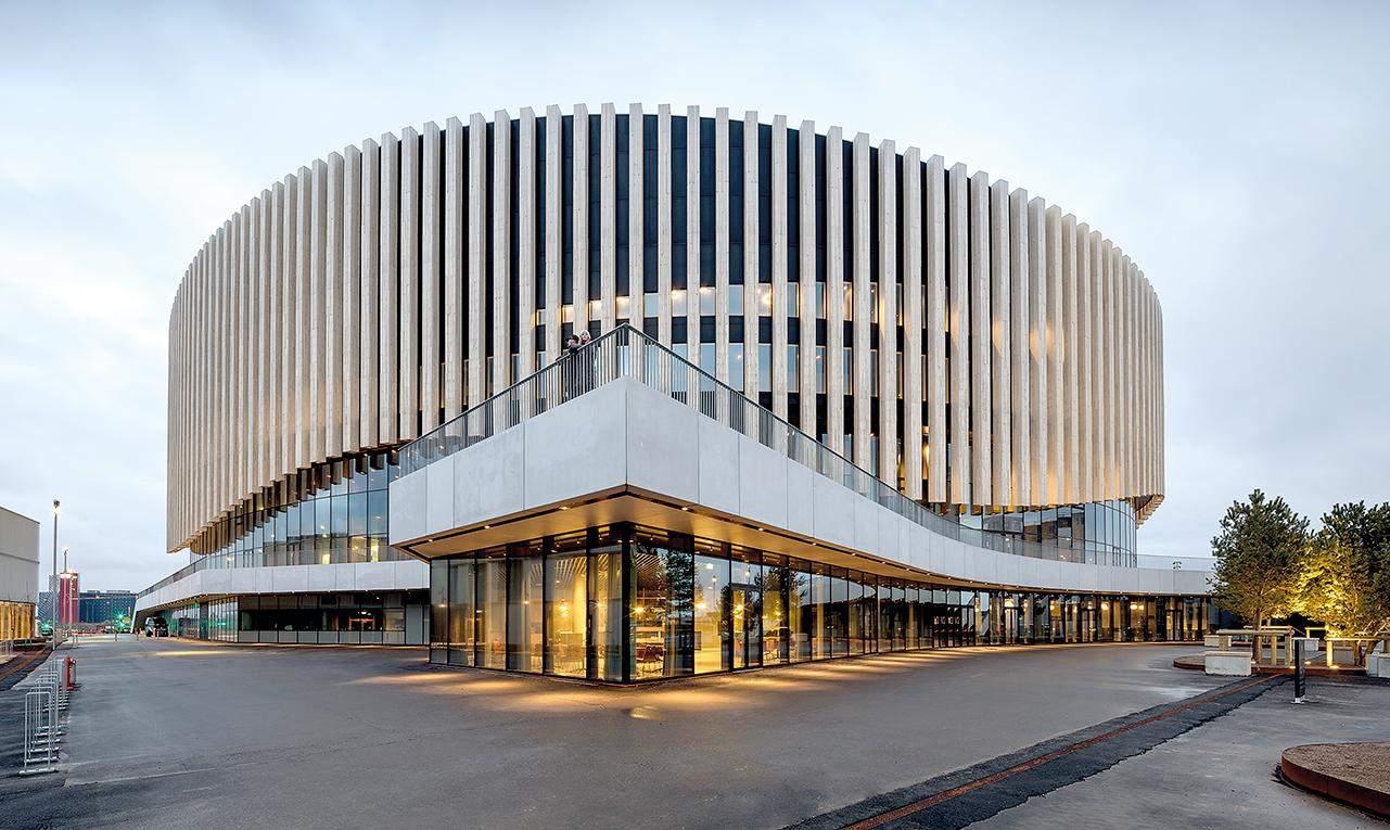 Велична та красива будівля / Фото Harmonies