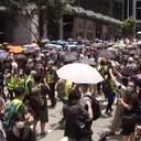 В масках и с зонтами: в Гонконге продолжаются жестокие протесты из-за наступления Пекина