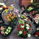 ПЦУ закликала вірян не приносити пластикові вінки на кладовище