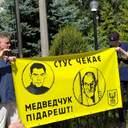 Медведчук против Стуса: суд снова рассматривает иск кума Путина, под зданием акция протеста