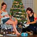 Пара робить кумедні листівки за мотивами різдвяних пісень – фото