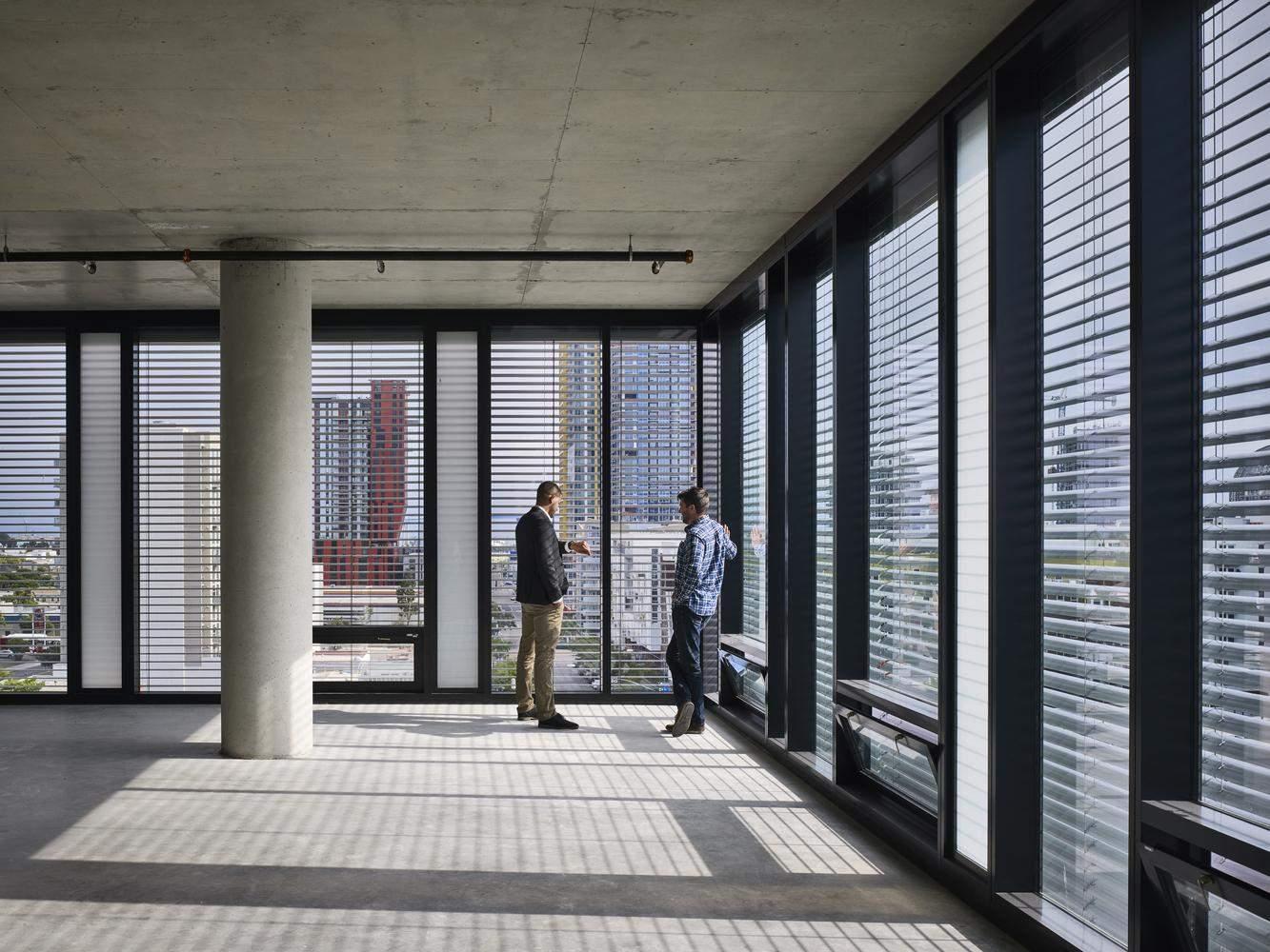 Будівлю спроєктували так, аби якомога більше світла потрапляло всередину / Фото Archdaily