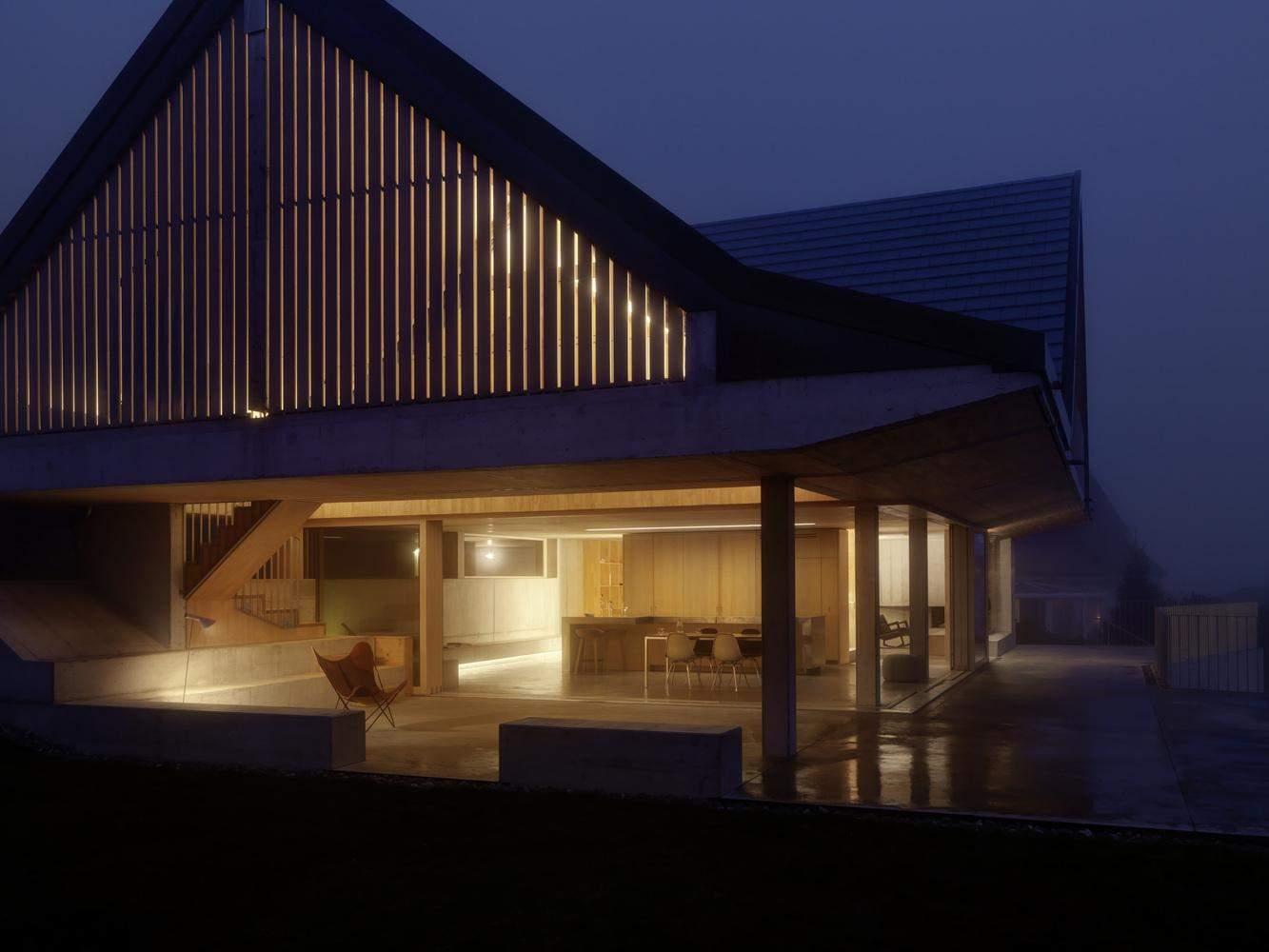 У домі економічно оптимізовані зовнішні втручання / Фото Archdaily
