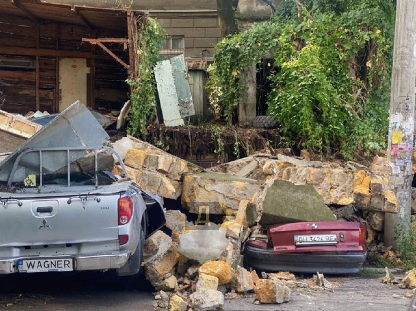 Обвалилась стіна Одеса Повінь Новини Одеси Злива в Одесі 21.07.2021