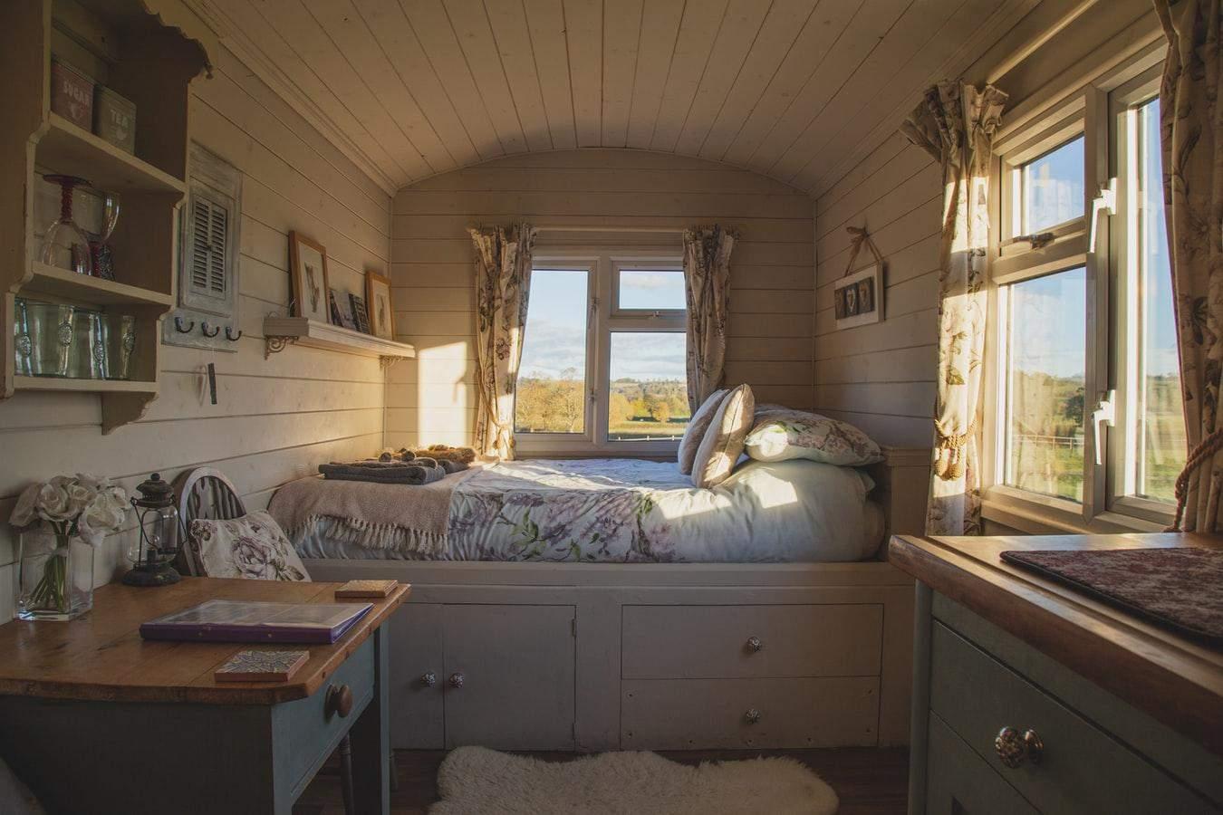 Стиль прованс особенно уютно выглядит в загородных домиках