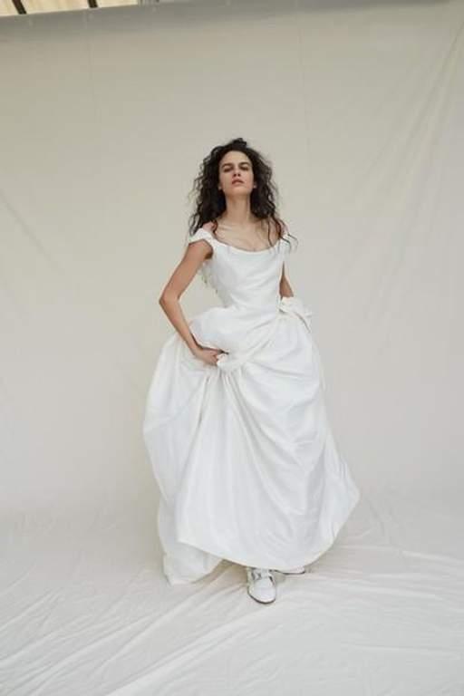 28d3770aac6d1c Епатажна дизайнер Вів'єн Вествуд випустила колекцію весільних суконь ...