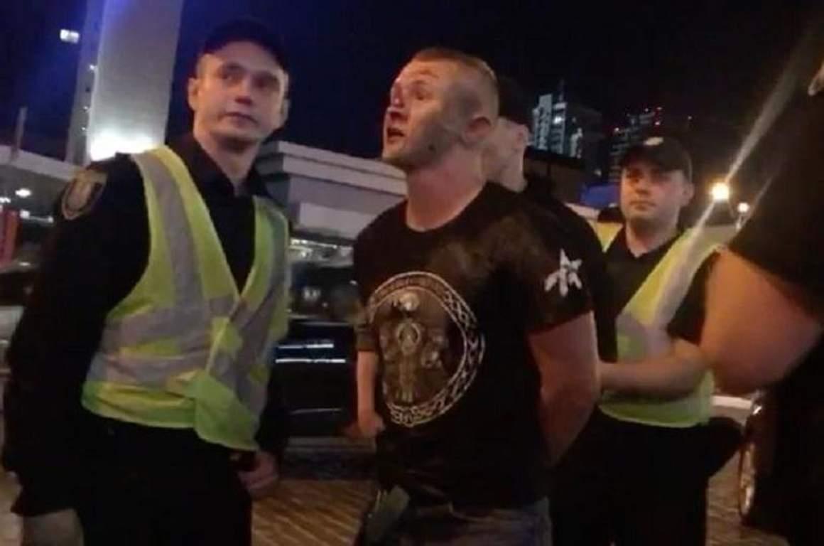 """На уболівальників """"Ліверпуля"""" напали в Києві: фото та відео"""