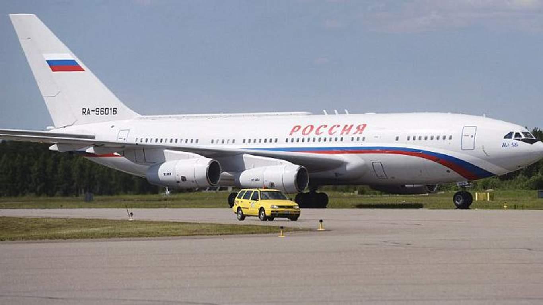 Золотий туалет і решта прикрас: ЗМІ показали усю розкіш одного із літаків Путіна (фото)