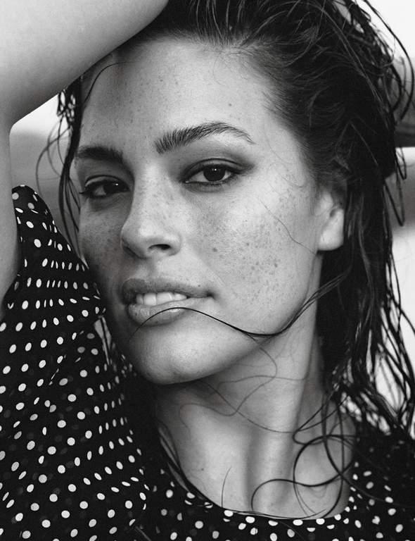 Пишнотіла модель Ешлі Грем знялась у сексуальній фотосесії для глянцю 6d289dd585781