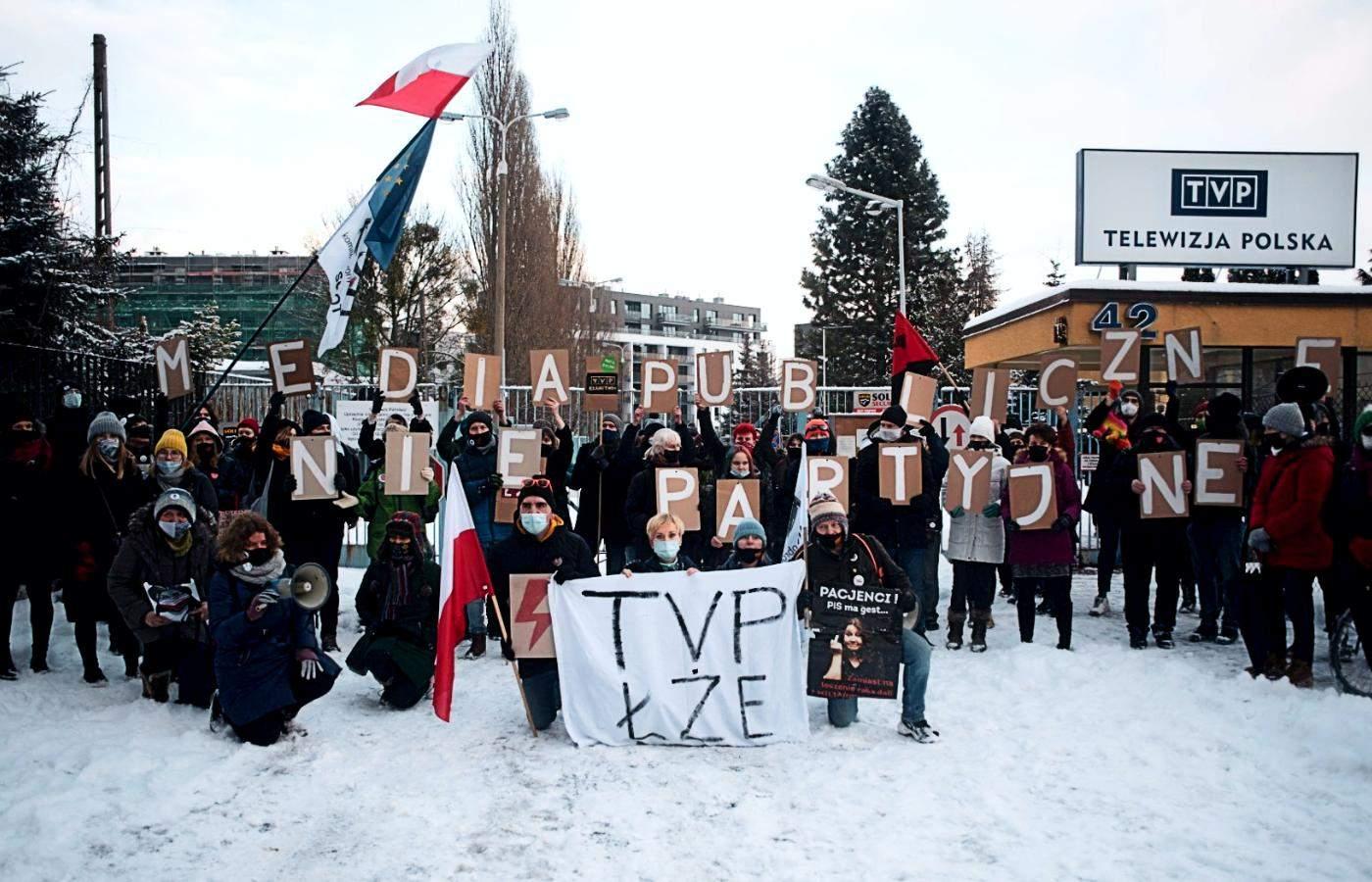 Протести під державним телеканалом TVP