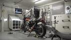 Робот-байкер тестирует Kawasaki z900 RS от Akrapovic (видео)