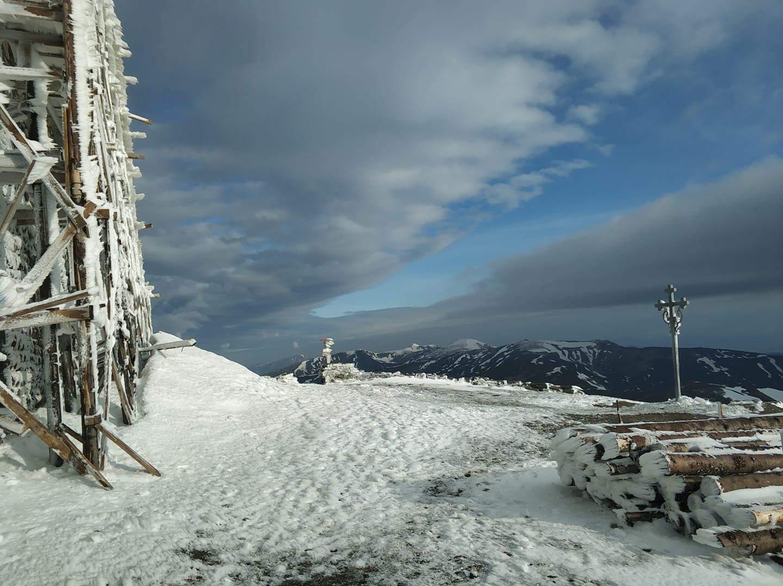 Сніг на Піп Івані у червні