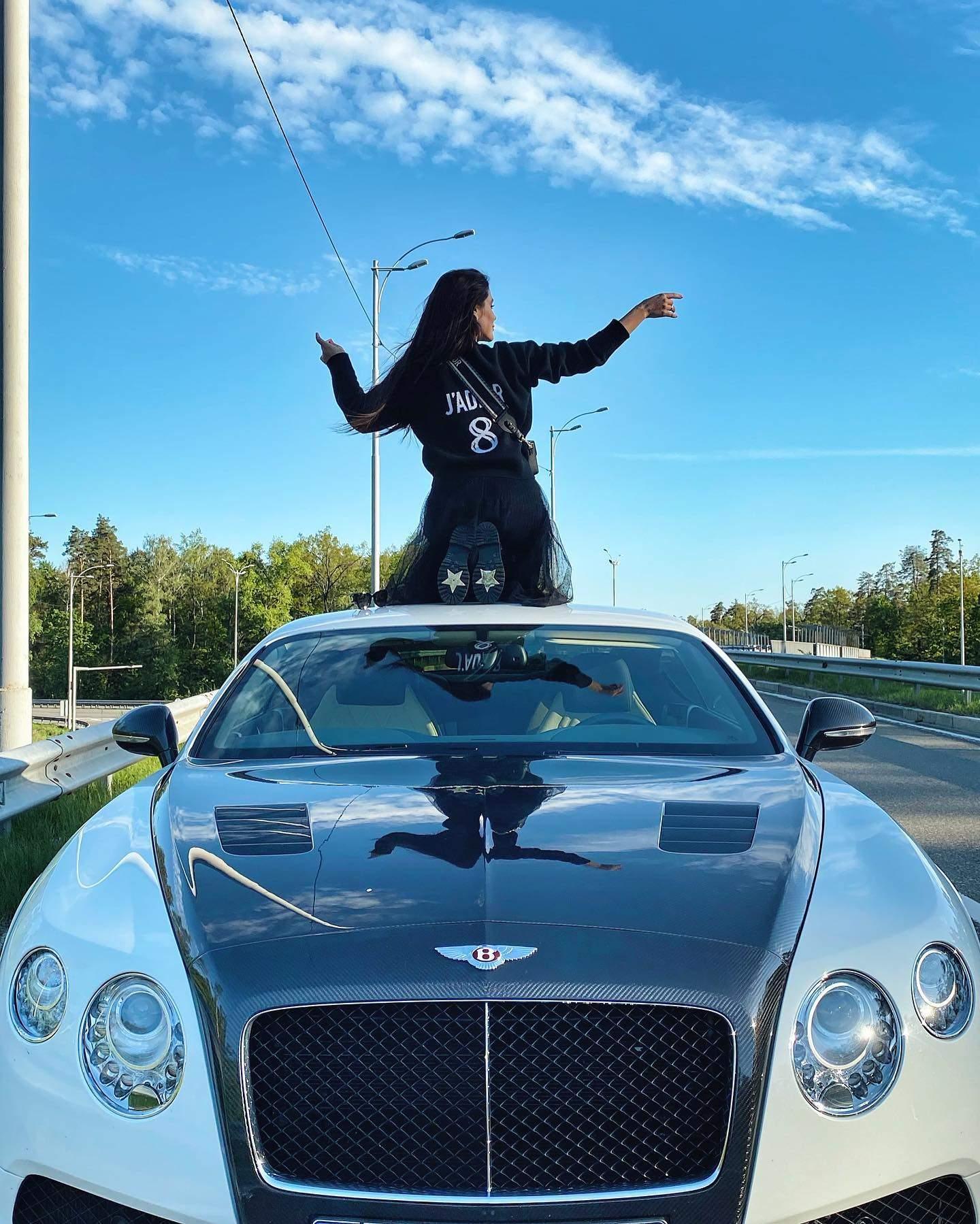 Іванна Онуфрійчук на Bentley