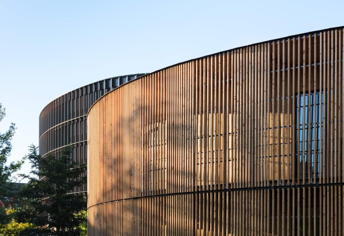 Форма будівлі заворожує / Фото Archdaily