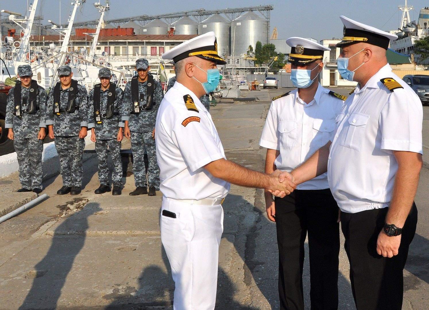 Турецьких колег зустріла українська морська охорона