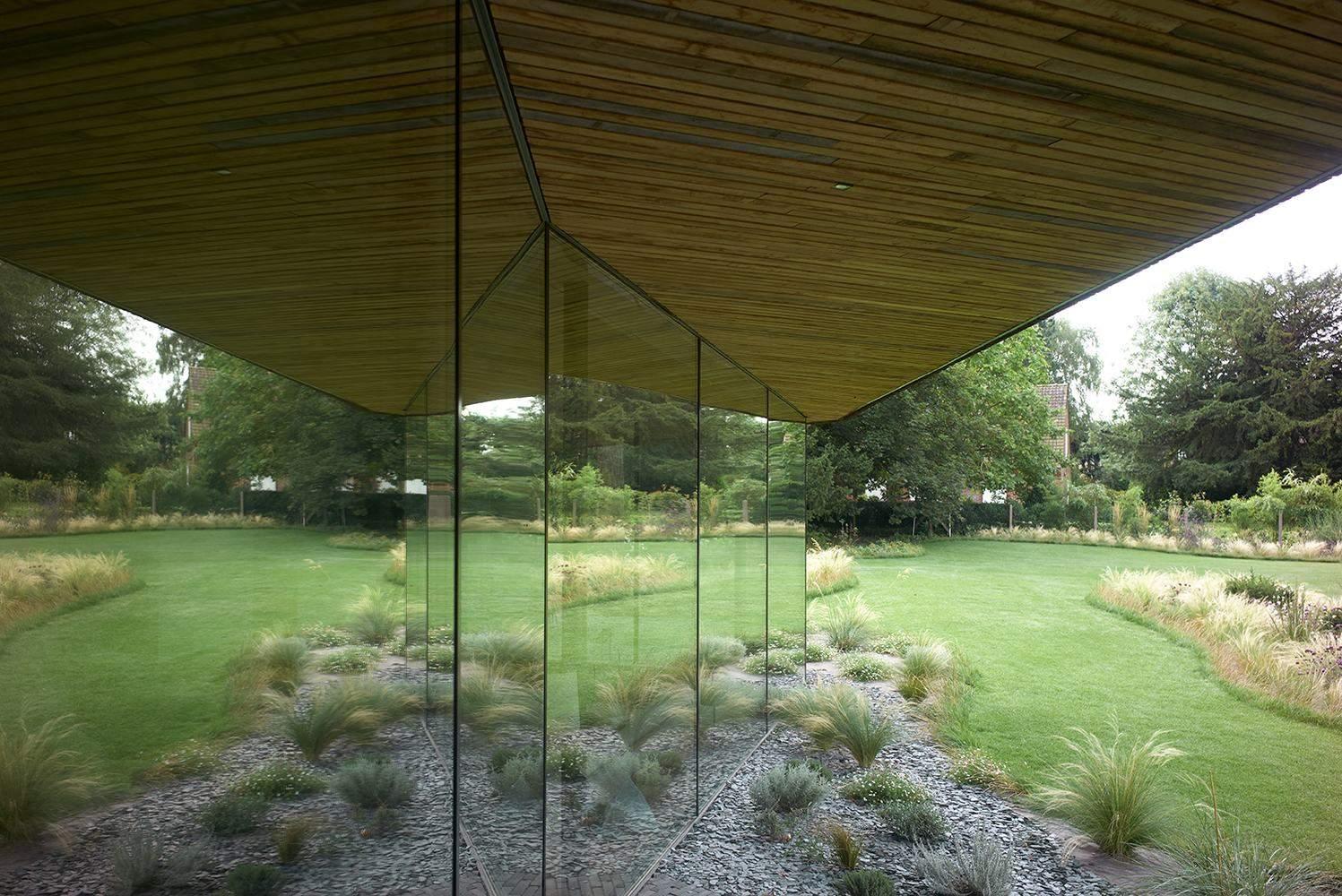 Скляні панелі відображають природне середовище / Фото Archdaily