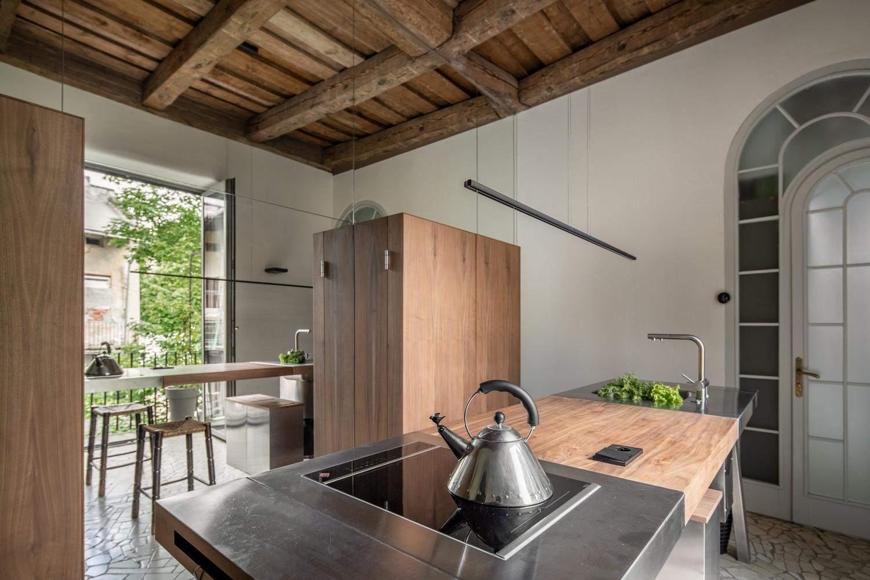 Завдяки переплануванню на кухні стало більше місця / Фото Archdaily