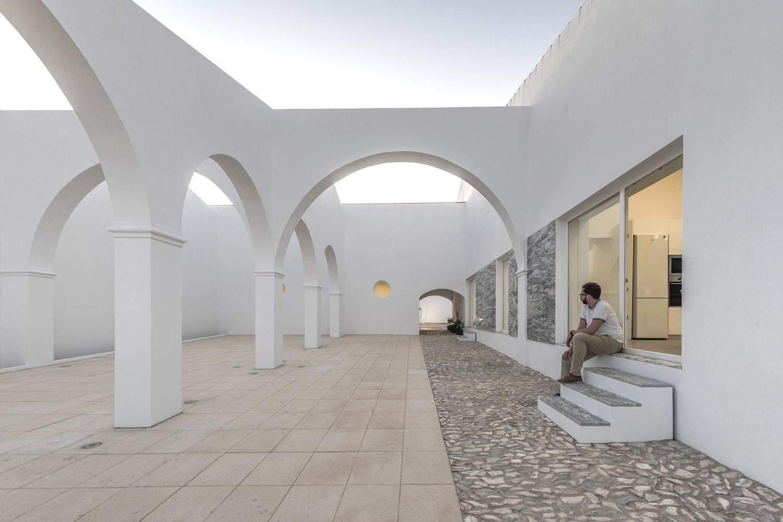 Кришталево біла будівля / Фото Archdaily