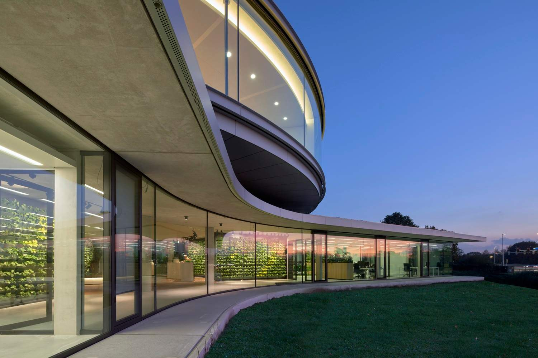Плавні форми будівлі / Фото Archdaily