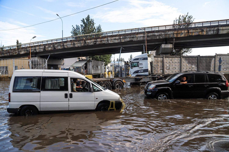 Повінь в Одесі Наслідки Затопило вулиці Злива в Одесі 21.07.2021
