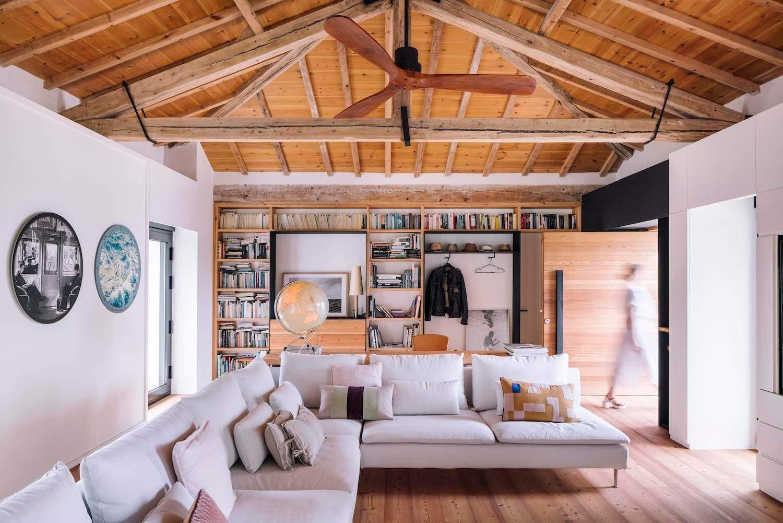 Зі старої конюшні в дерев'яний дім для відпочинку
